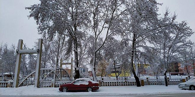 Kahramanmaraş'ta kar yağışı hayatı olumsuz etkiliyor
