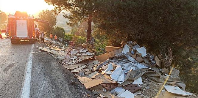 Dereye devrilen mobilya yüklü tırın altında kalan sürücü öldü